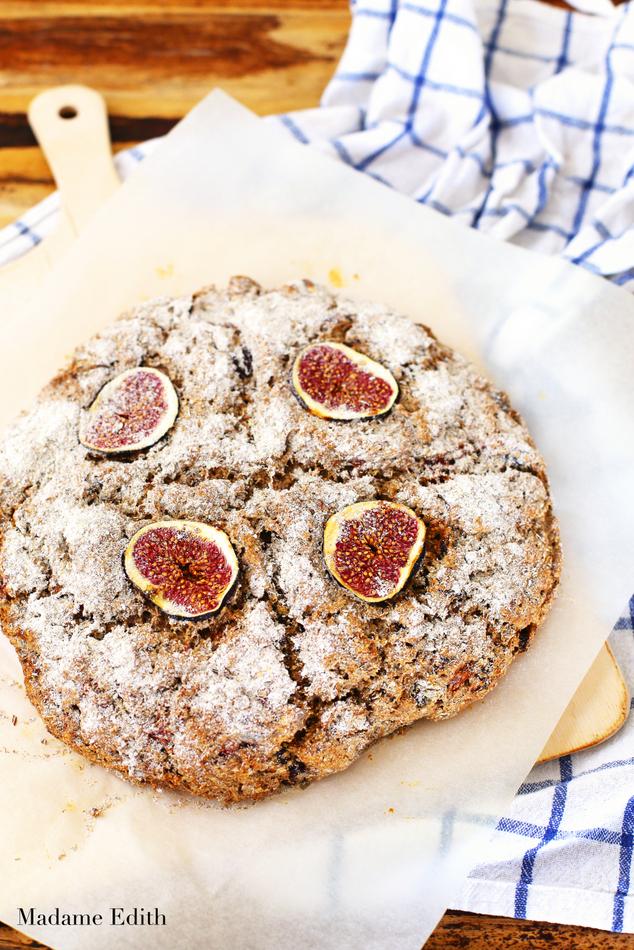 chleb żytni z figami