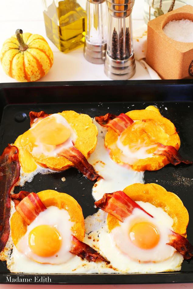 Pieczona dynia z jajkiem i boczkiem