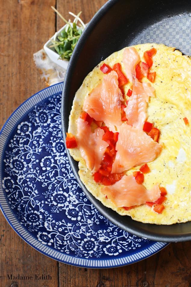 omlet z łososiem