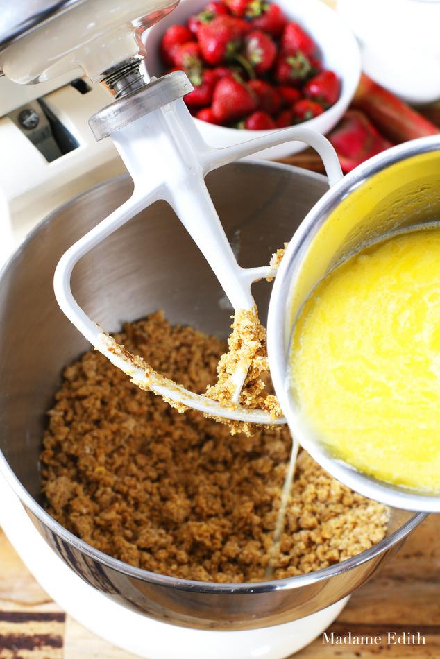 ciasto drożdżowe z rabarbarem i truskawkami 11