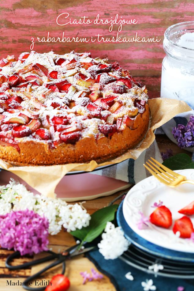 ciasto drożdżowe z rabarbarem i truskawkami 4