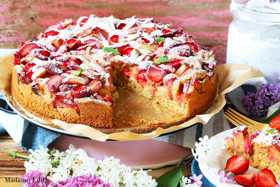 ciasto drożdżowe z rabarbarem i truskawkami 1