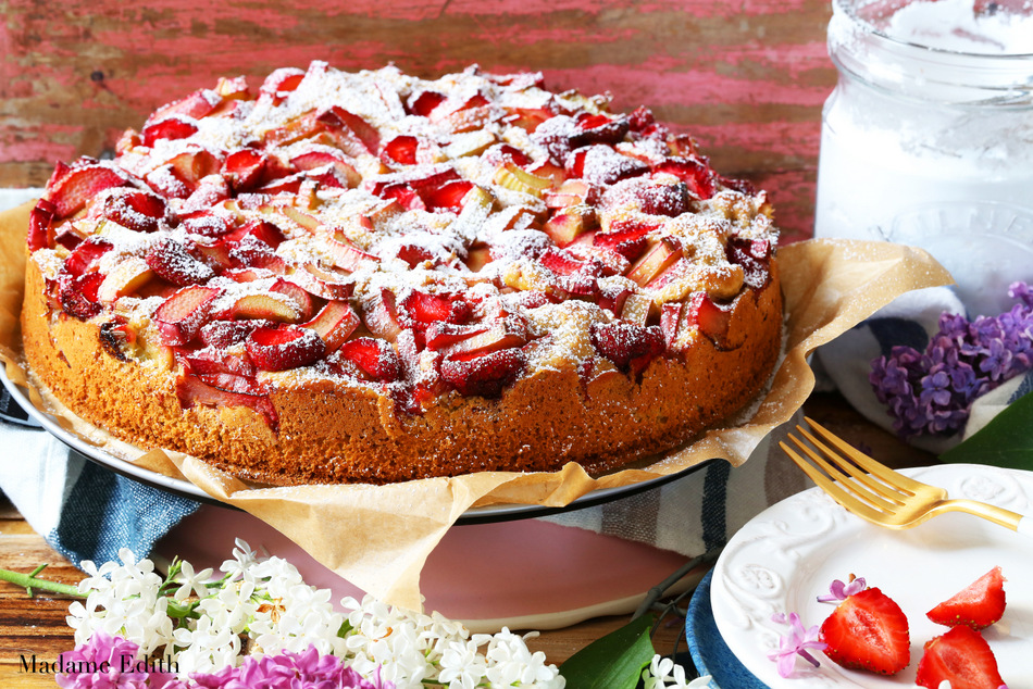 ciasto drożdżowe z rabarbarem i truskawkami 2