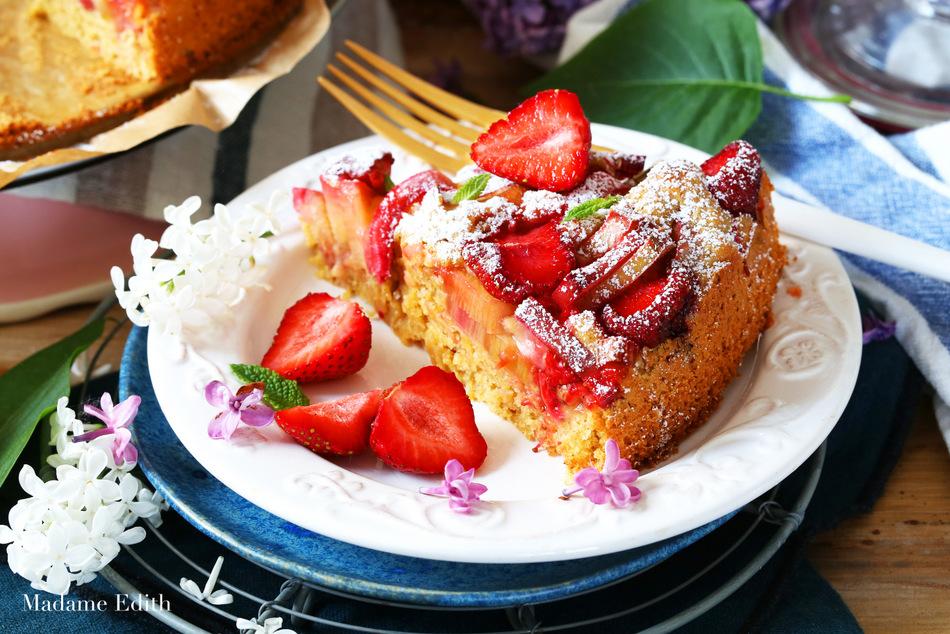 ciasto drożdżowe z rabarbarem i truskawkami 8