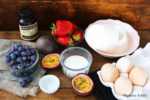 sernik z ricottą i owocami