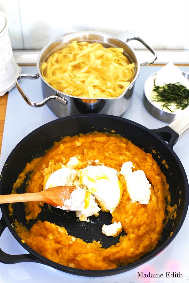 makaron-z-sosem-dyniowym-2
