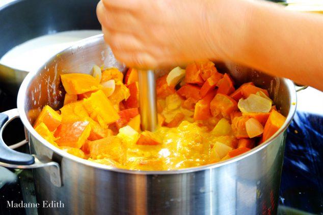 zupa-dyniowa-z-mlekiem-kokosowym-6