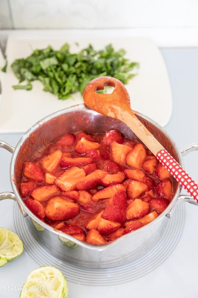 Dżem truskawkowy z bazylią