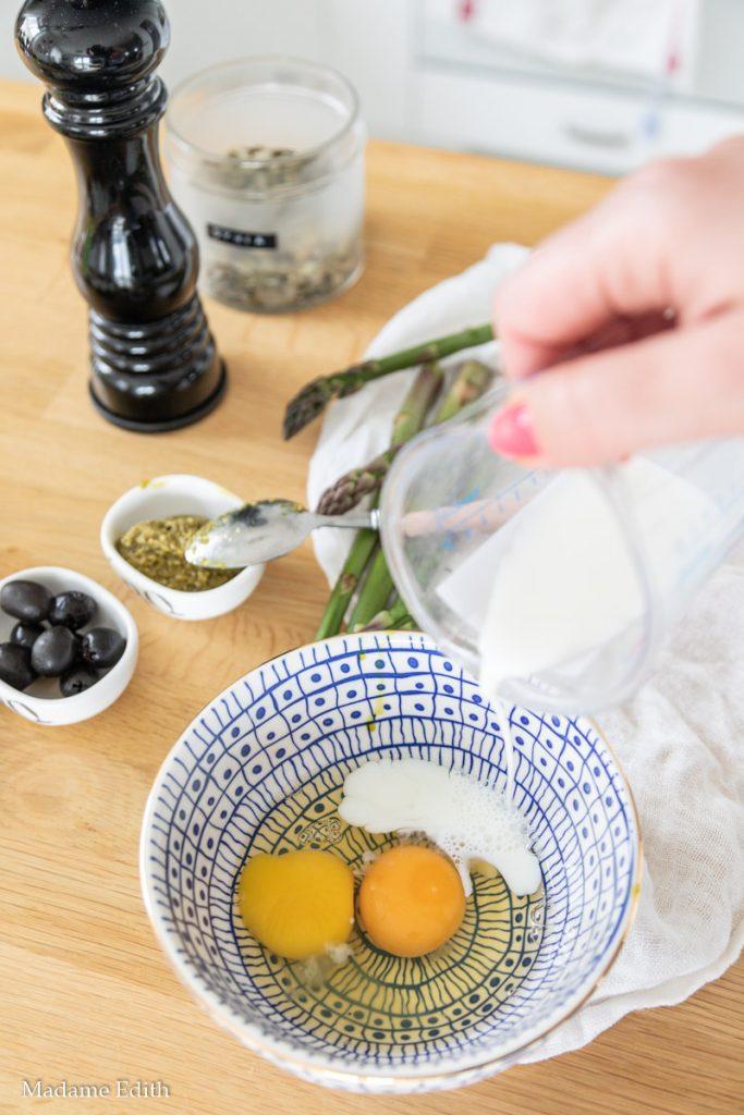 Omlet ze szparagami i pesto
