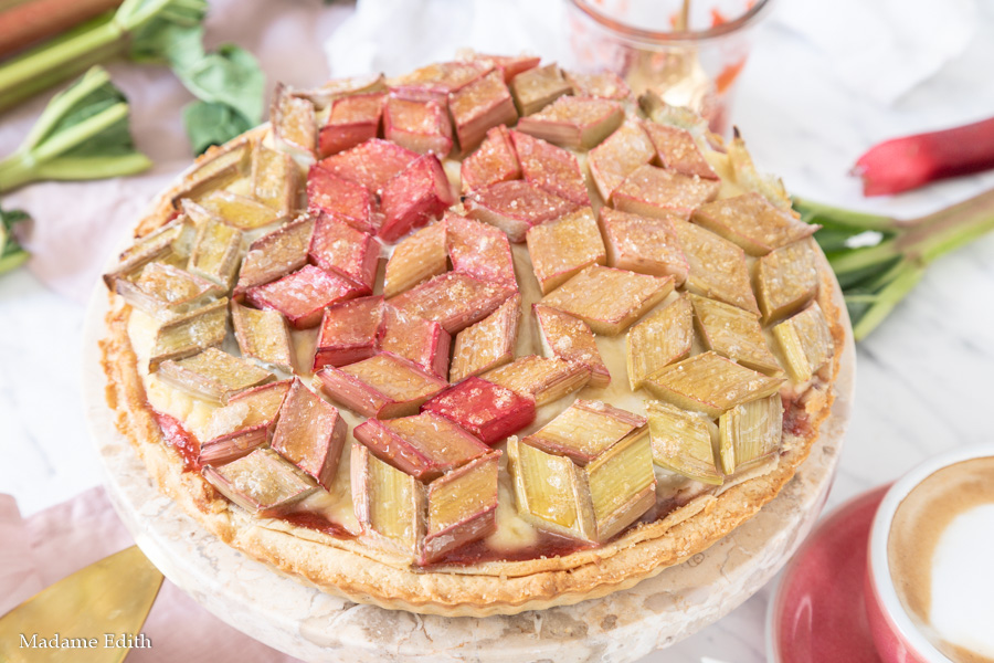 Tarta z rabarbarem i marcepanem